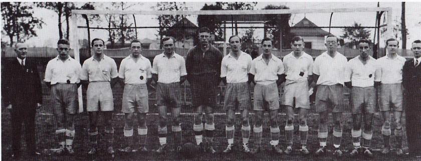 1. Mannschaft 1937/38: Vereinsführer Brühmann, Fingerhut, Fr. Gerbracht, Schwieder, W. Gerbracht, Frese, Stephan, Bieber, Bracht, Kleikamp, Gutmann, Knüppel, Obmann Stolz
